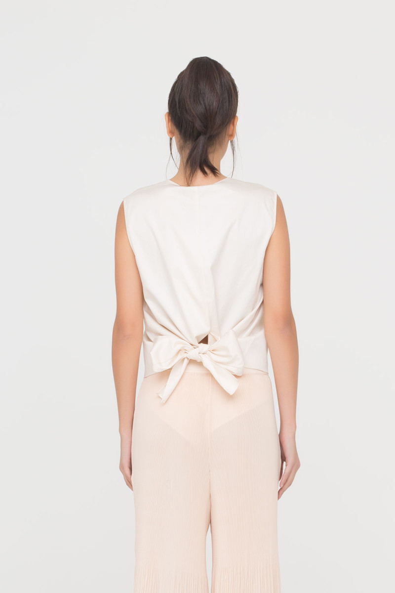 GIZIA CASUAL - V-Neck Blouse With Ribbon Tie Back Detail