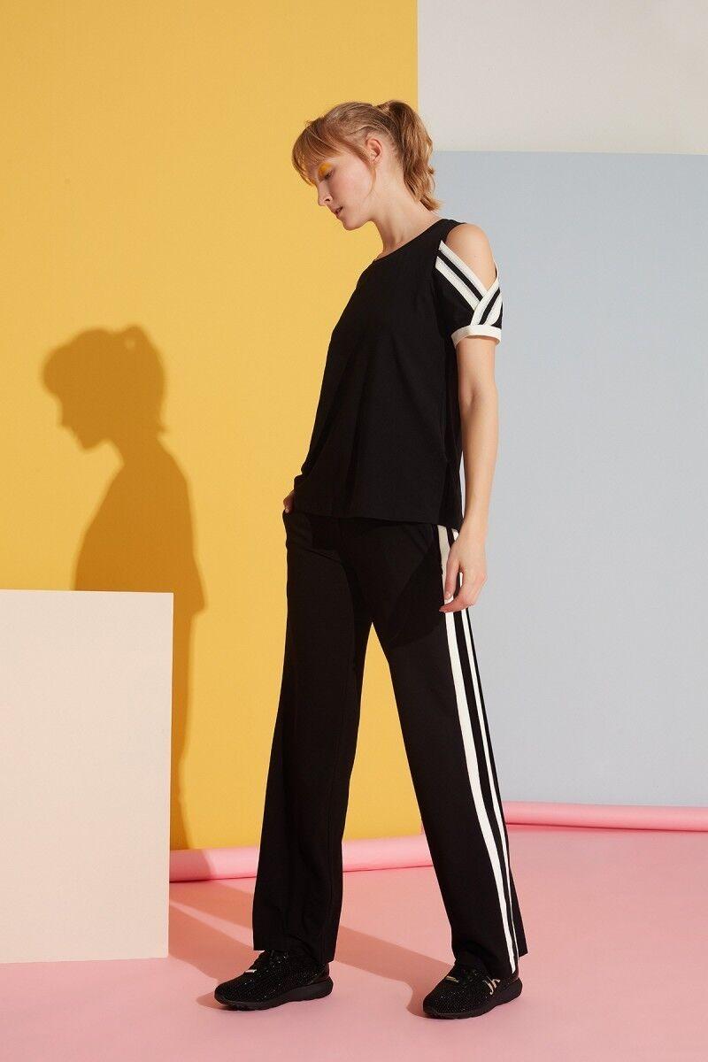 Beyaz Şerit Detaylı Siyah Spor Pantolon