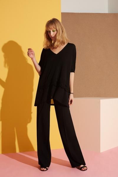 GIZIA - V Yaka Güpür Detaylı Siyah Bluz