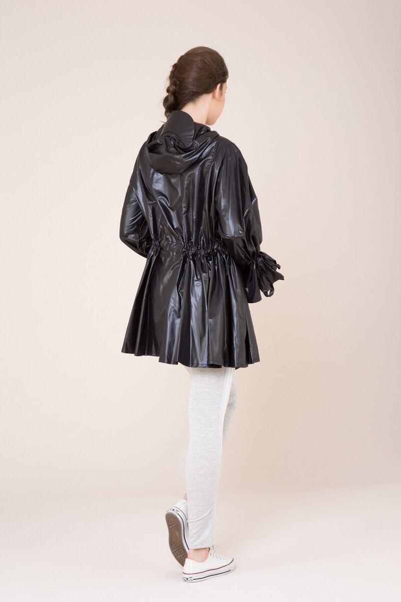 Taş Detaylı Kapüşonlu Siyah Yağmurluk