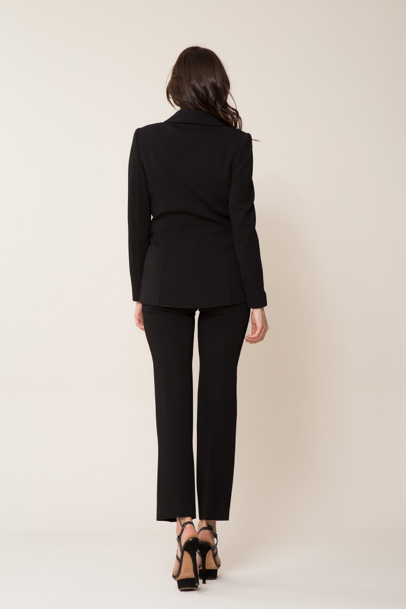Broş Detaylı Siyah Ceket