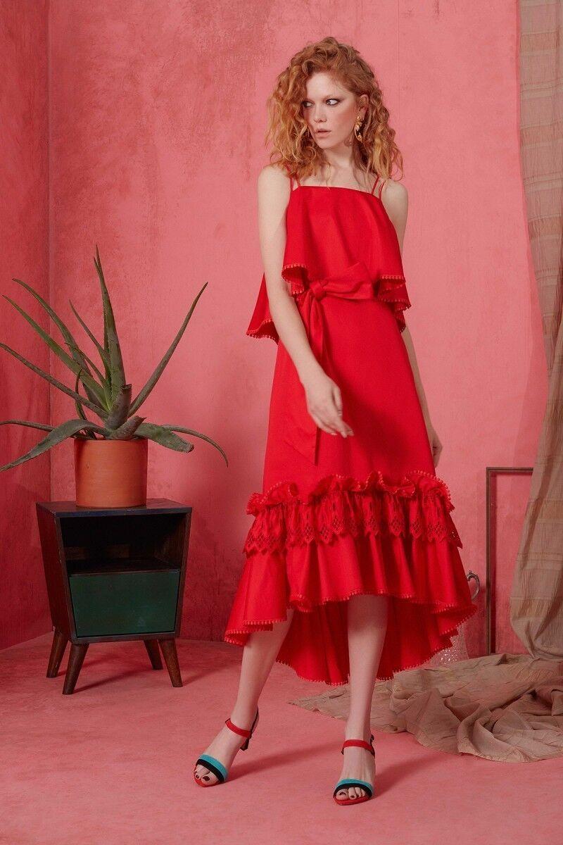 Güpür ve Kuşak Detaylı İp Askılı Kırmızı Elbise