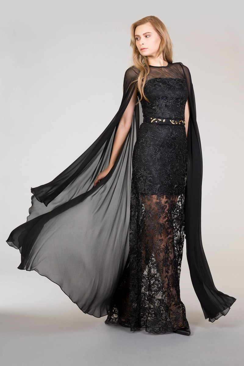 Tül Kollu Pelerinli Siyah Dantel Elbise