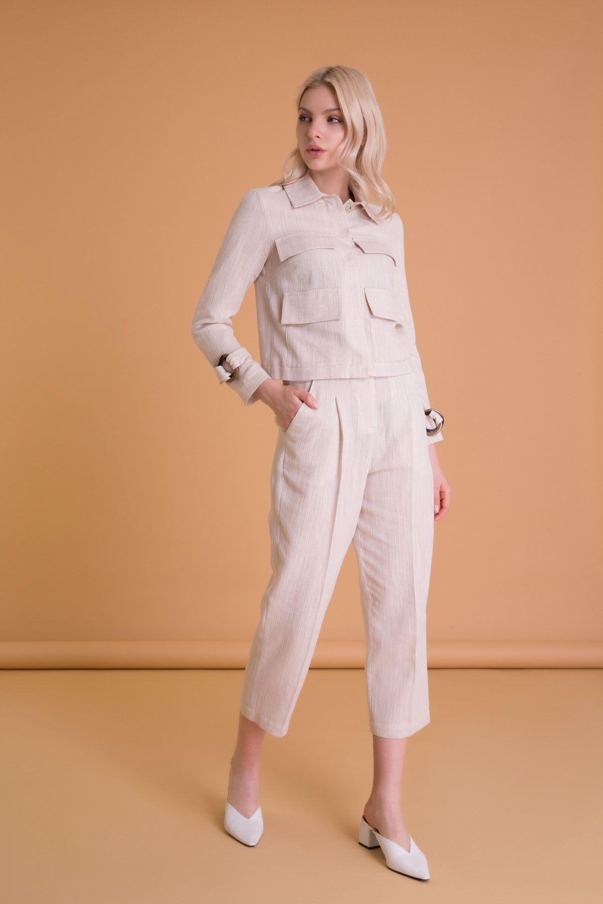 Aksesuar Detaylı Düz Form Kısa Bej Ceket