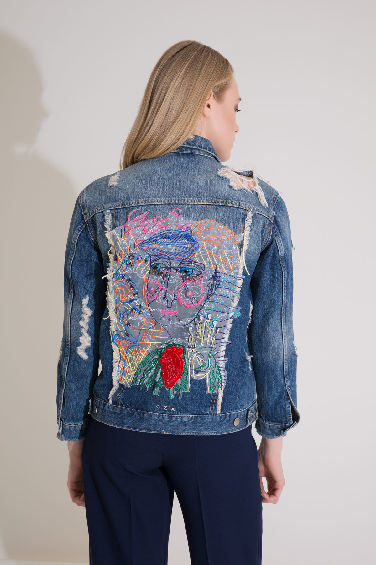 Aksesuar ve Sırt İşleme Detaylı Mavi Jean Ceket