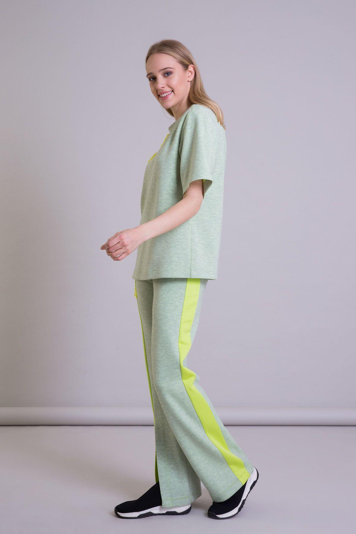 Aplike Çiçek İşleme Detaylı Yeşil Scuba T-shirt