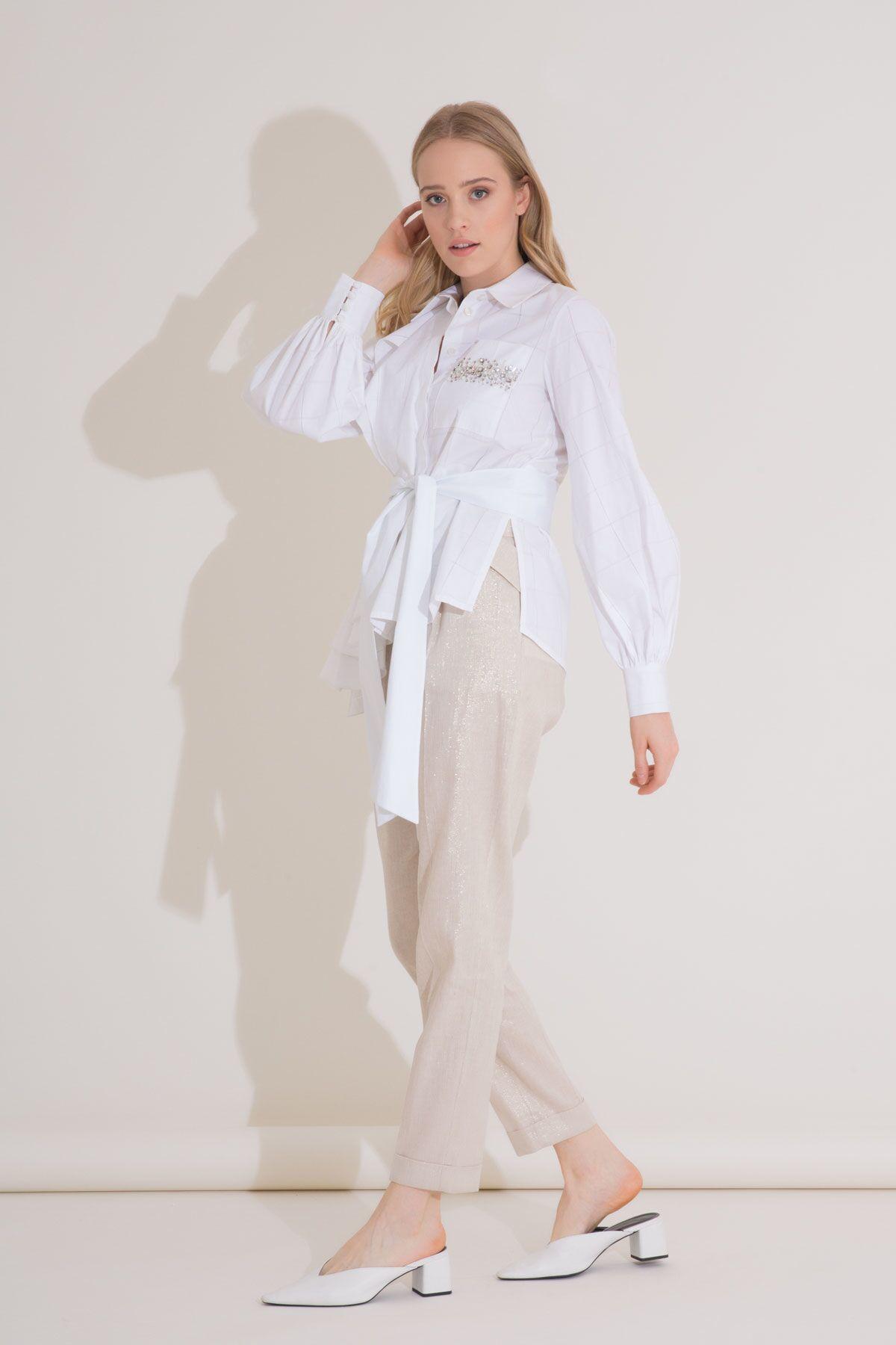 Asimetrik Kesim İşlemeli Beyaz Gömlek