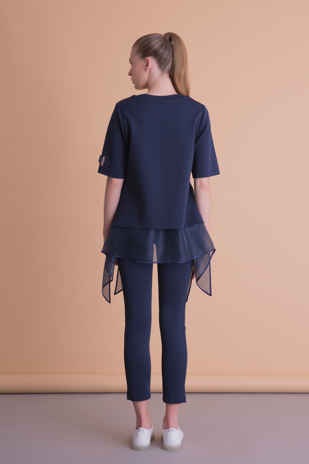 Asimetrik Kesim İşlemeli Lacivert Tül Detaylı Bluz