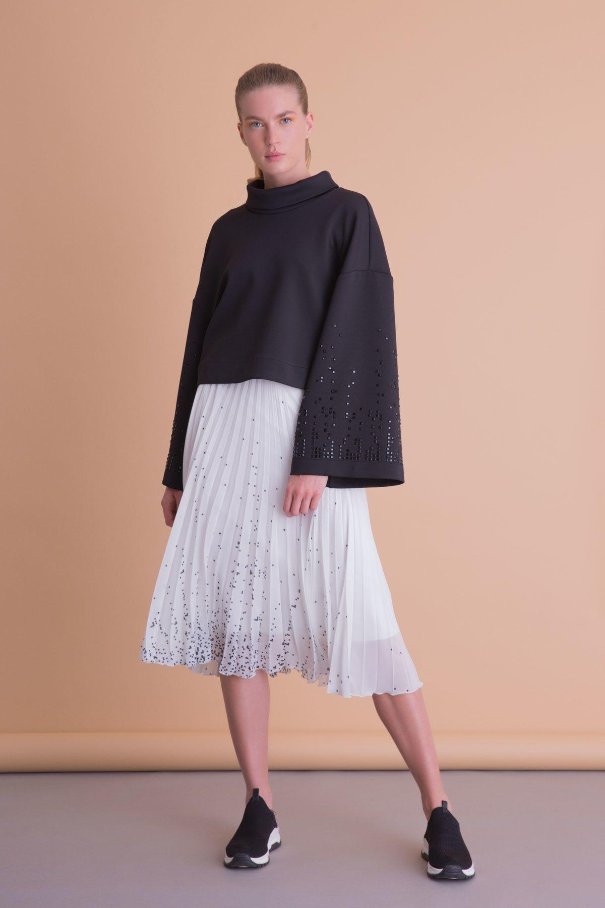 Balıkçı Yaka Geniş Kol Taş İşlemeli Siyah Bluz