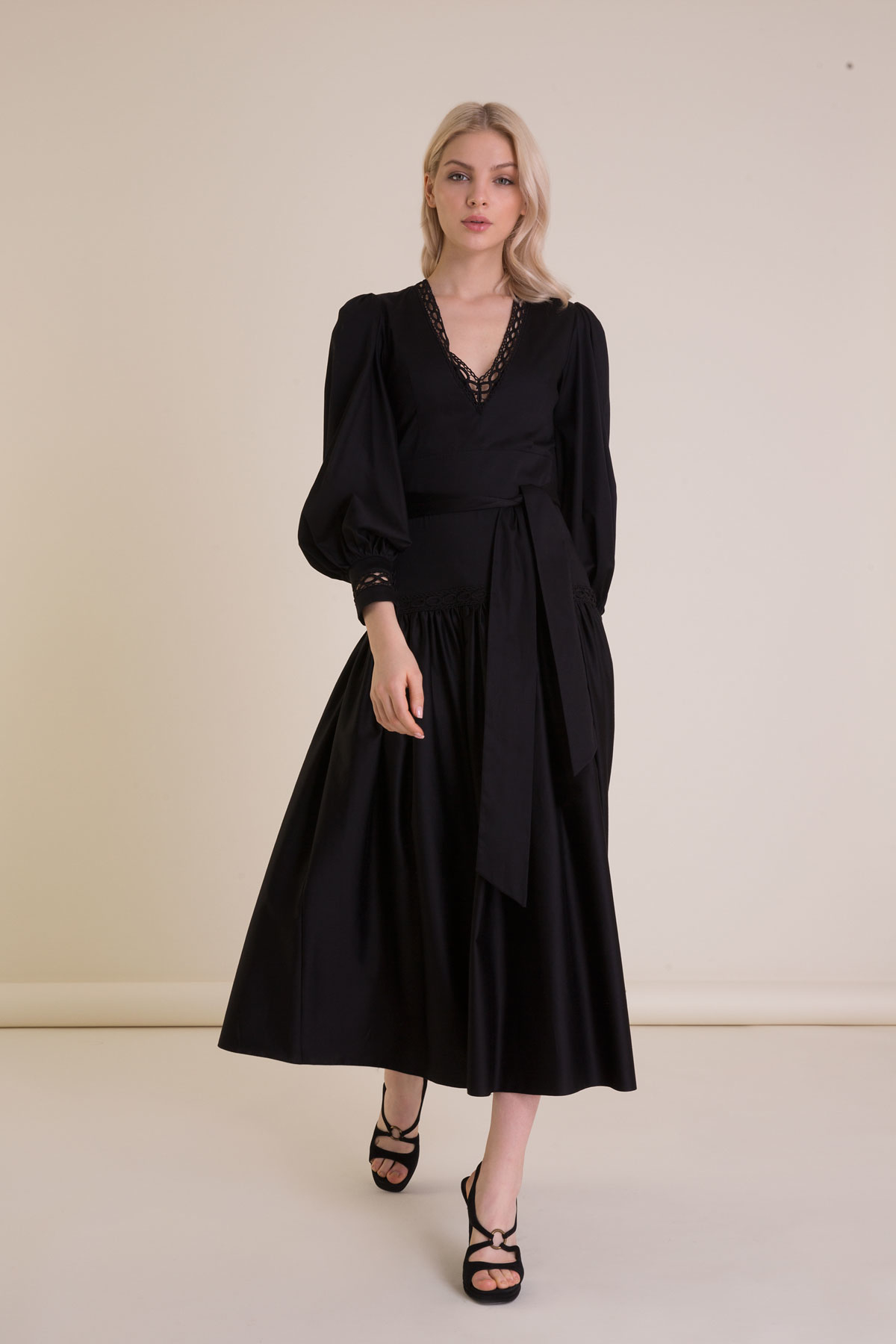 Balon Kollu Kuşak Detaylı Siyah Uzun Elbise