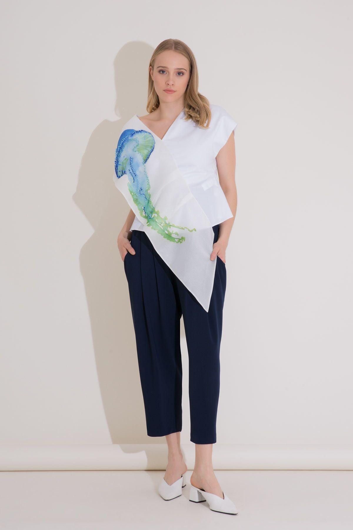 Baskı Detaylı Asimetrik Form Beyaz Poplin Bluz