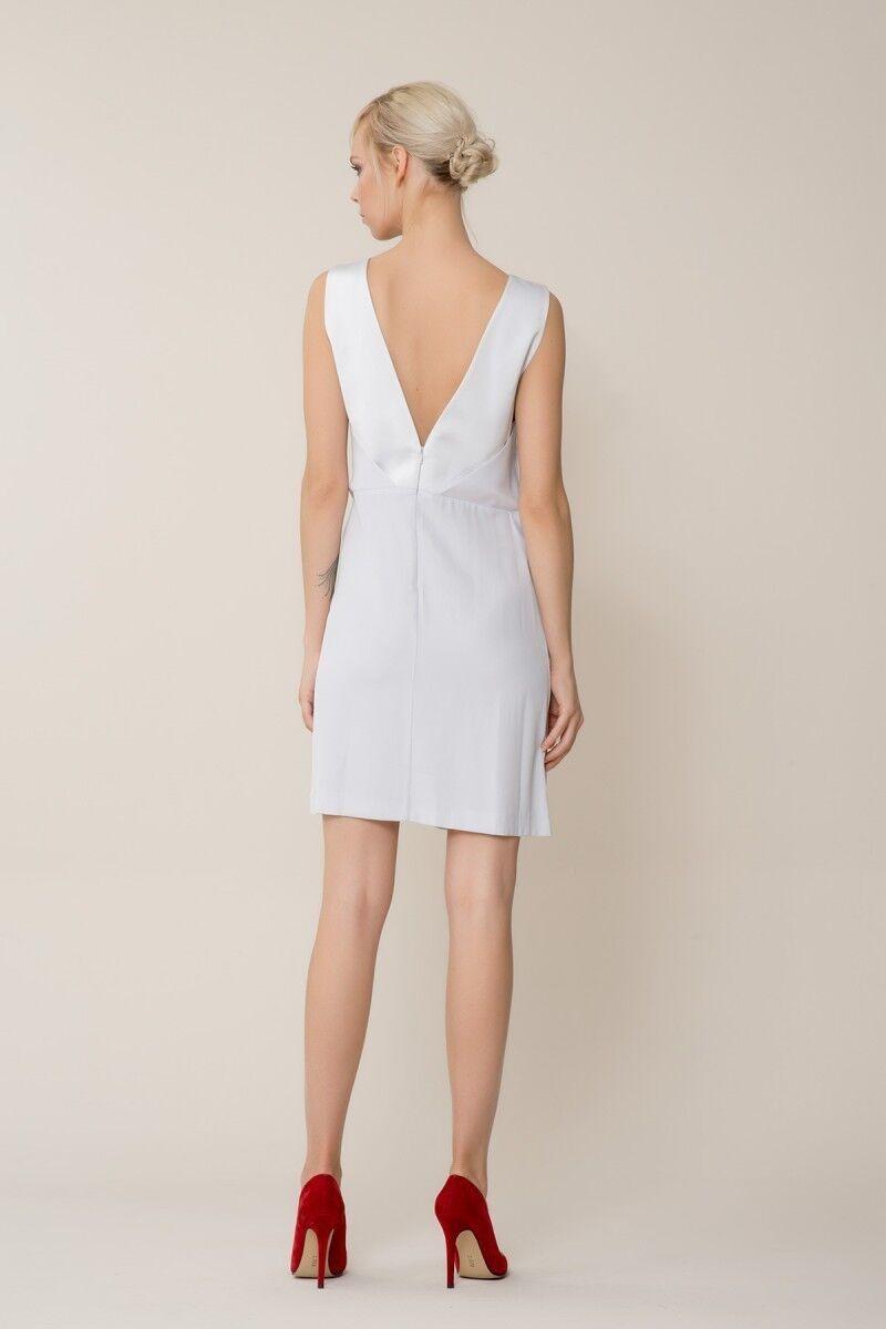 Broş Detaylı Gri Mini Elbise