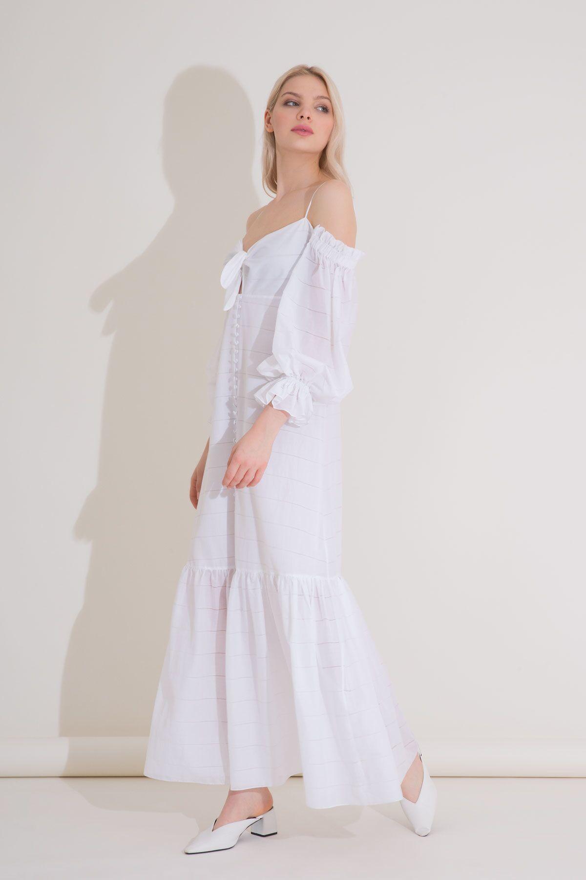 Büzgülü Kollu Fırfırlı Beyaz Vual Uzun Elbise