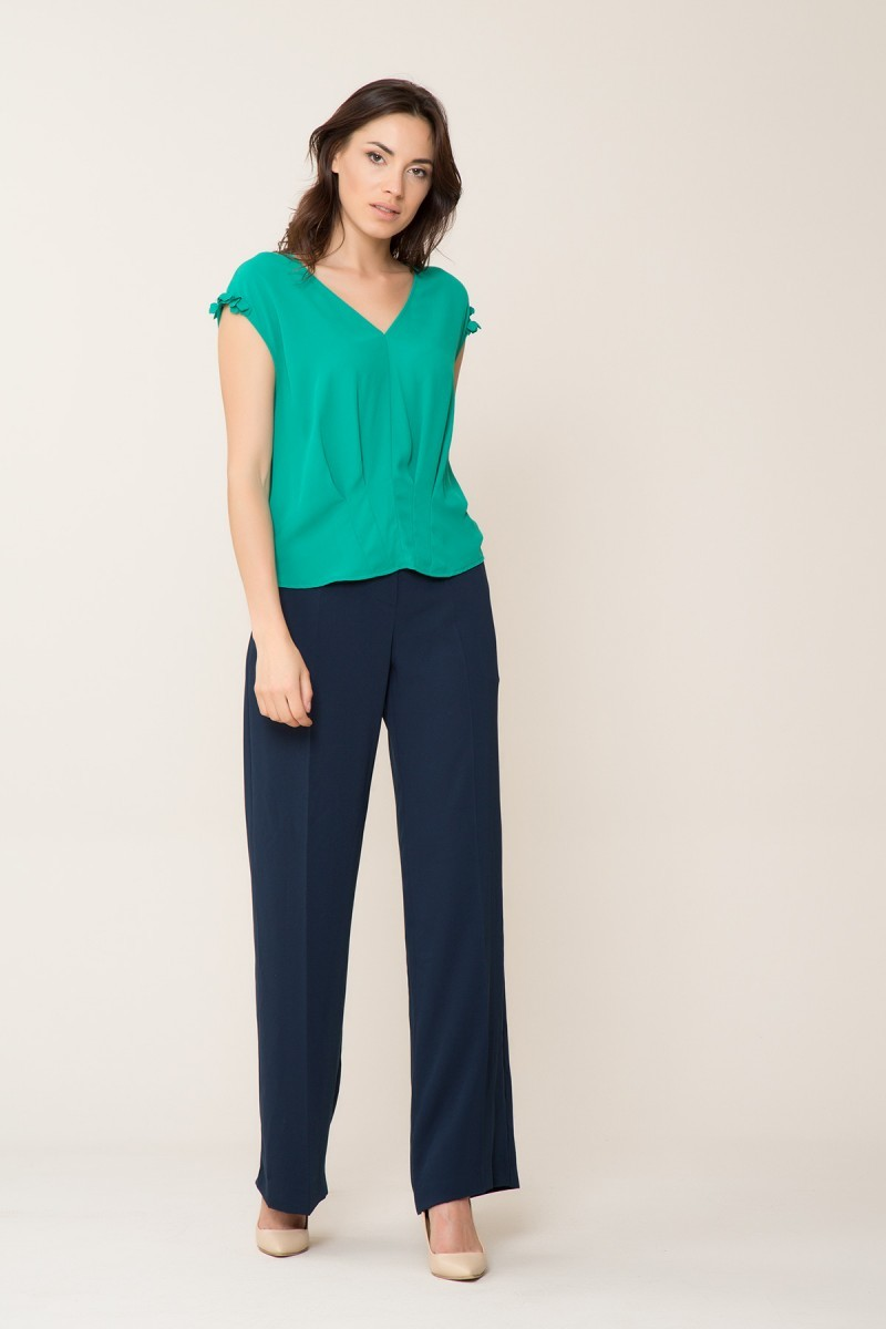 Çiçek Detaylı V Yaka Yeşil Bluz
