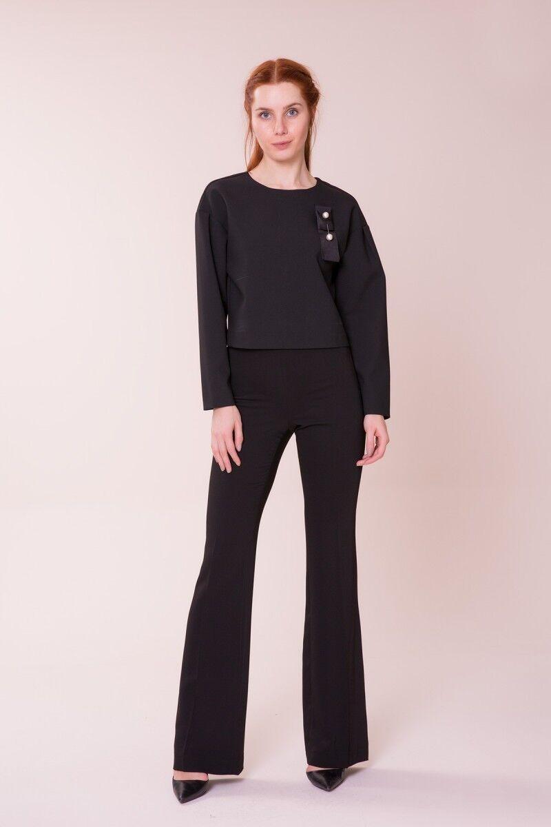 Broş Detaylı Siyah Bluz