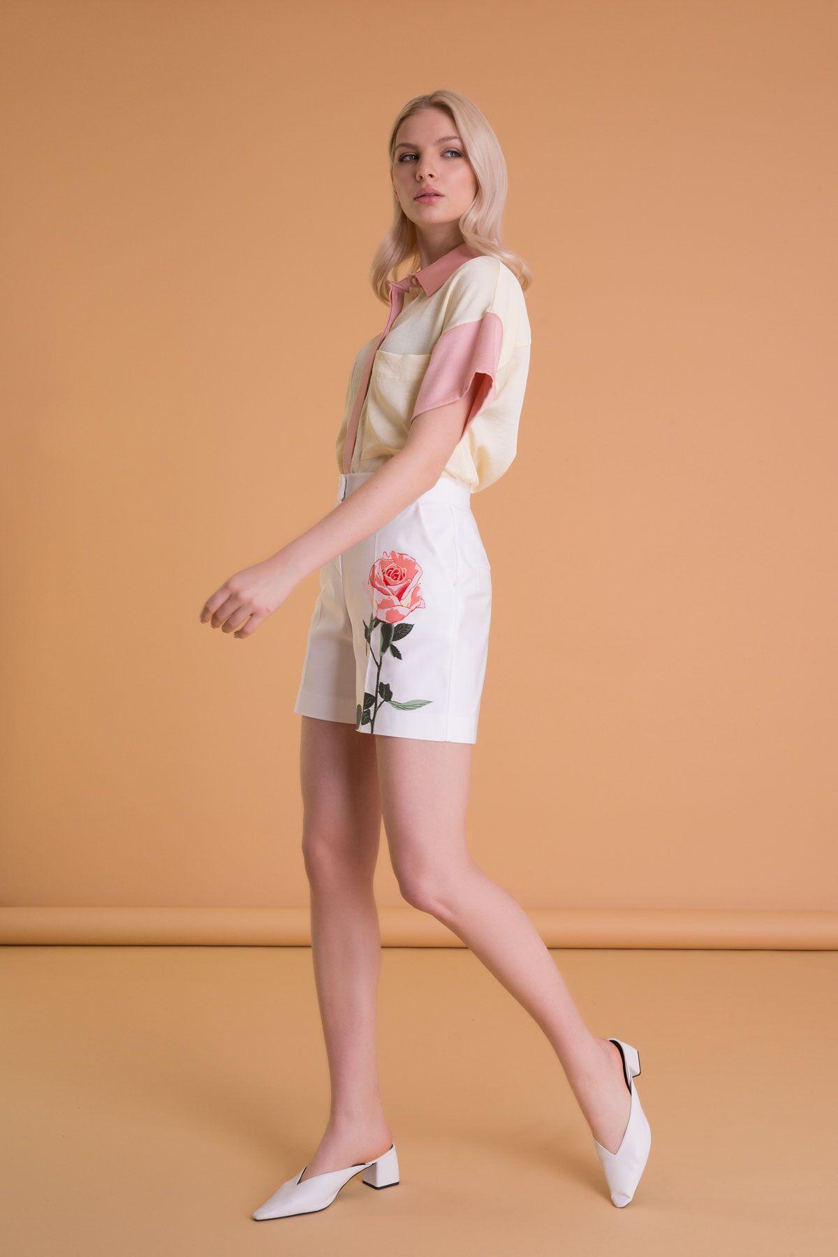 Çiçek Baskılı Kırık Beyaz Mini Şort
