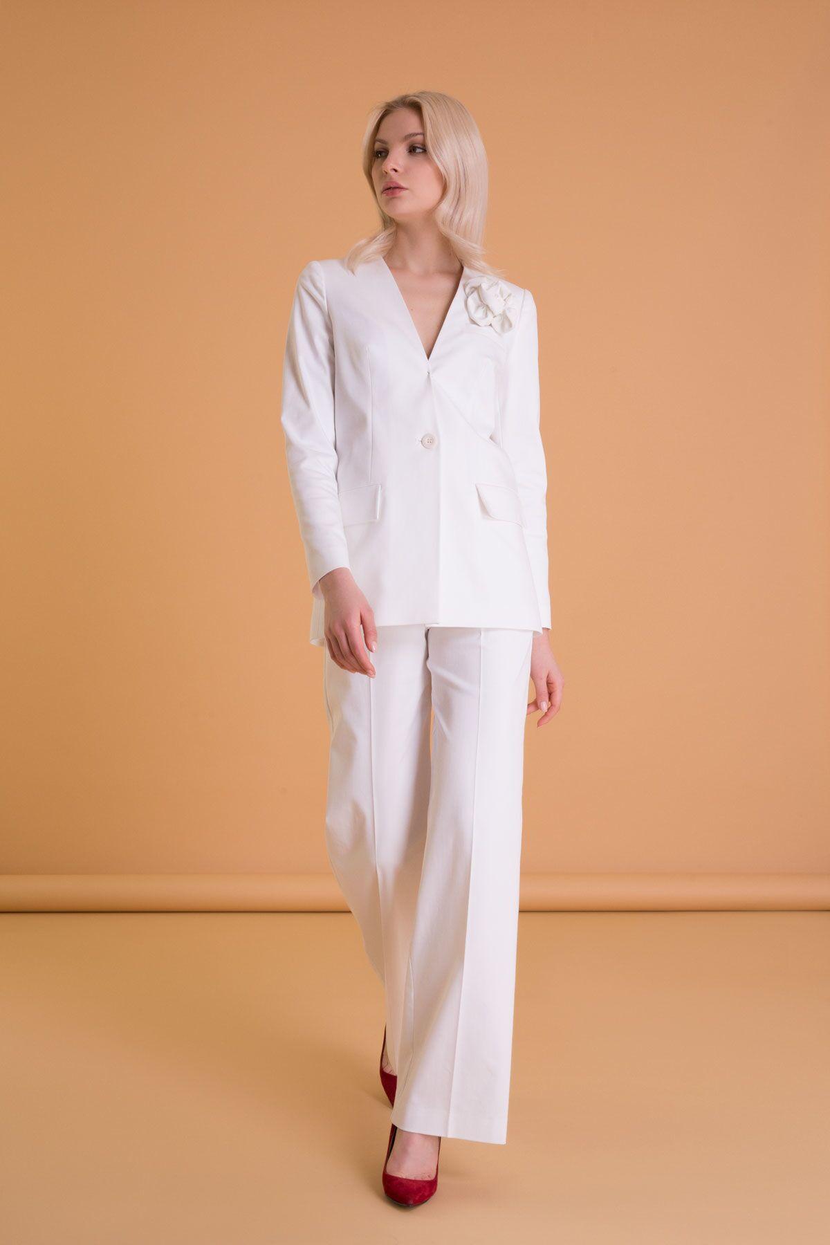 Çiçek Broş Detaylı Kırık Beyaz Blazer Ceket