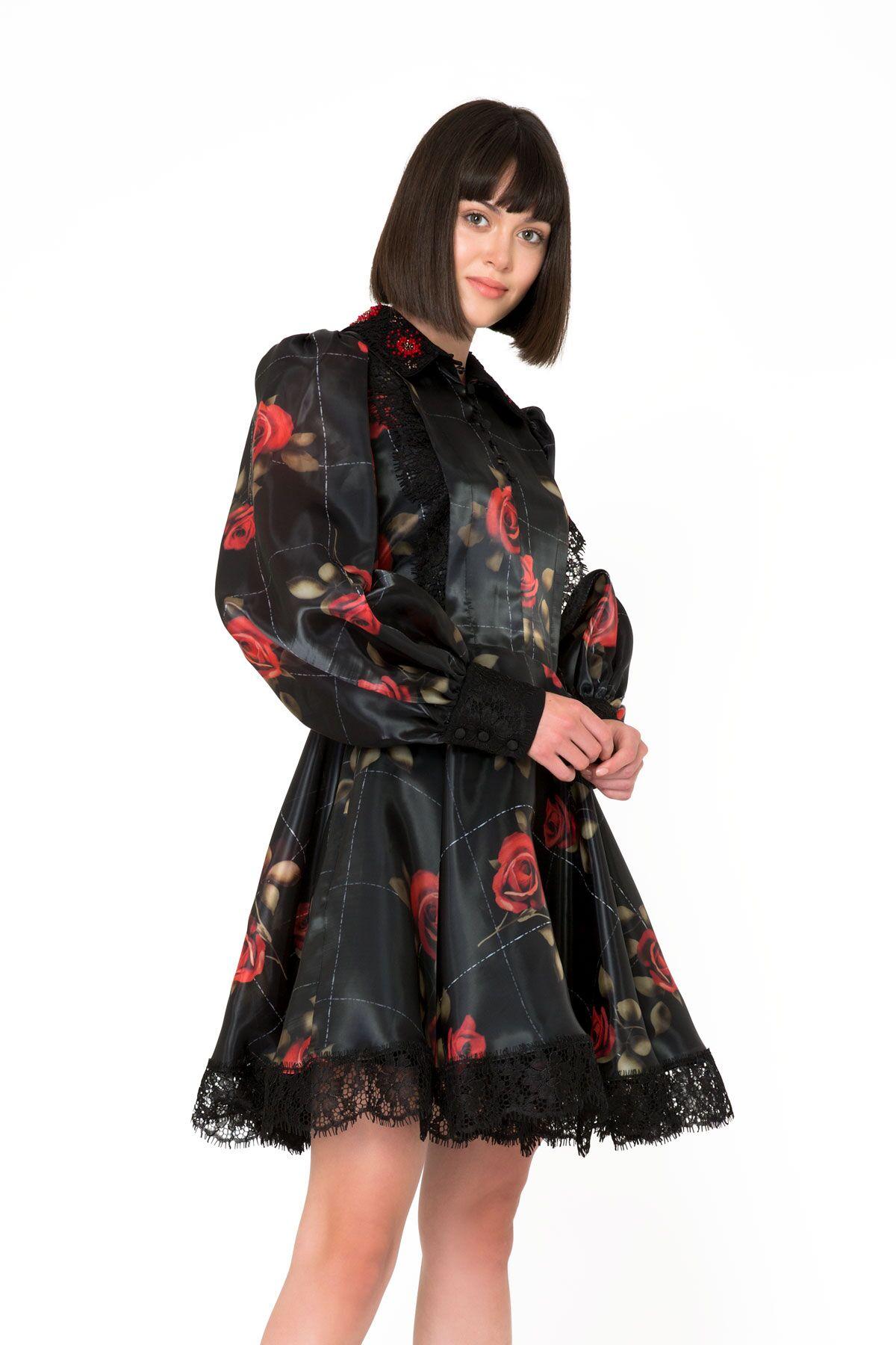 Çiçek Desenli Dantel Detaylı Siyah Mini Elbise
