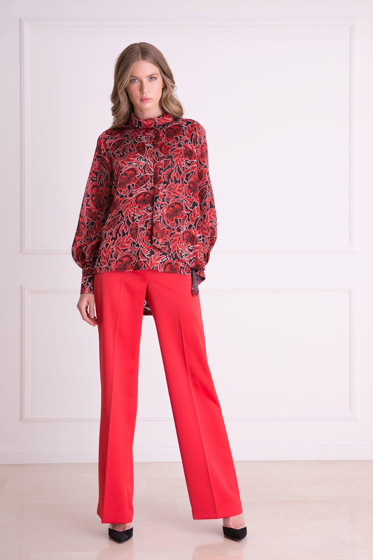 Çiçek Desenli Fularlı Kırmızı Bluz