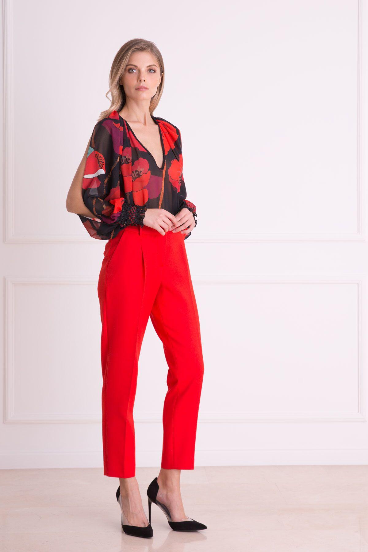Çiçek Desenli V Yaka Kırmızı Bluz