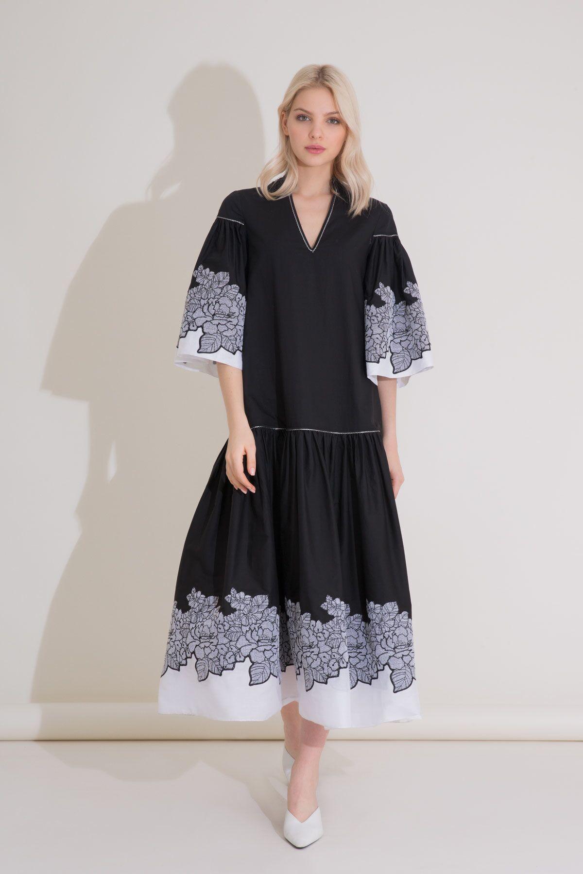 Çiçek Nakış Detaylı Fırfırlı Siyah Midi Poplin Elbise