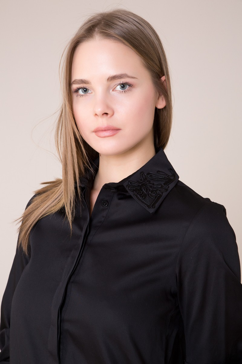 Collar and Back Guipure Detailed Black Shirt