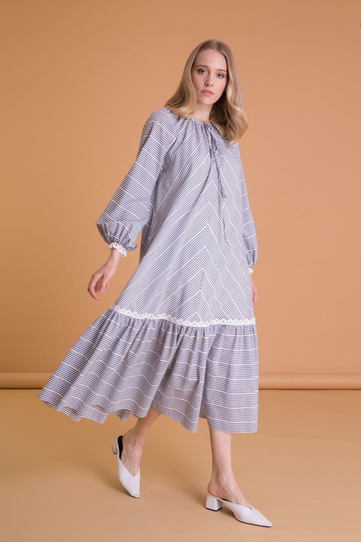 Dantel Detaylı Çizgi Desenli Uzun Elbise