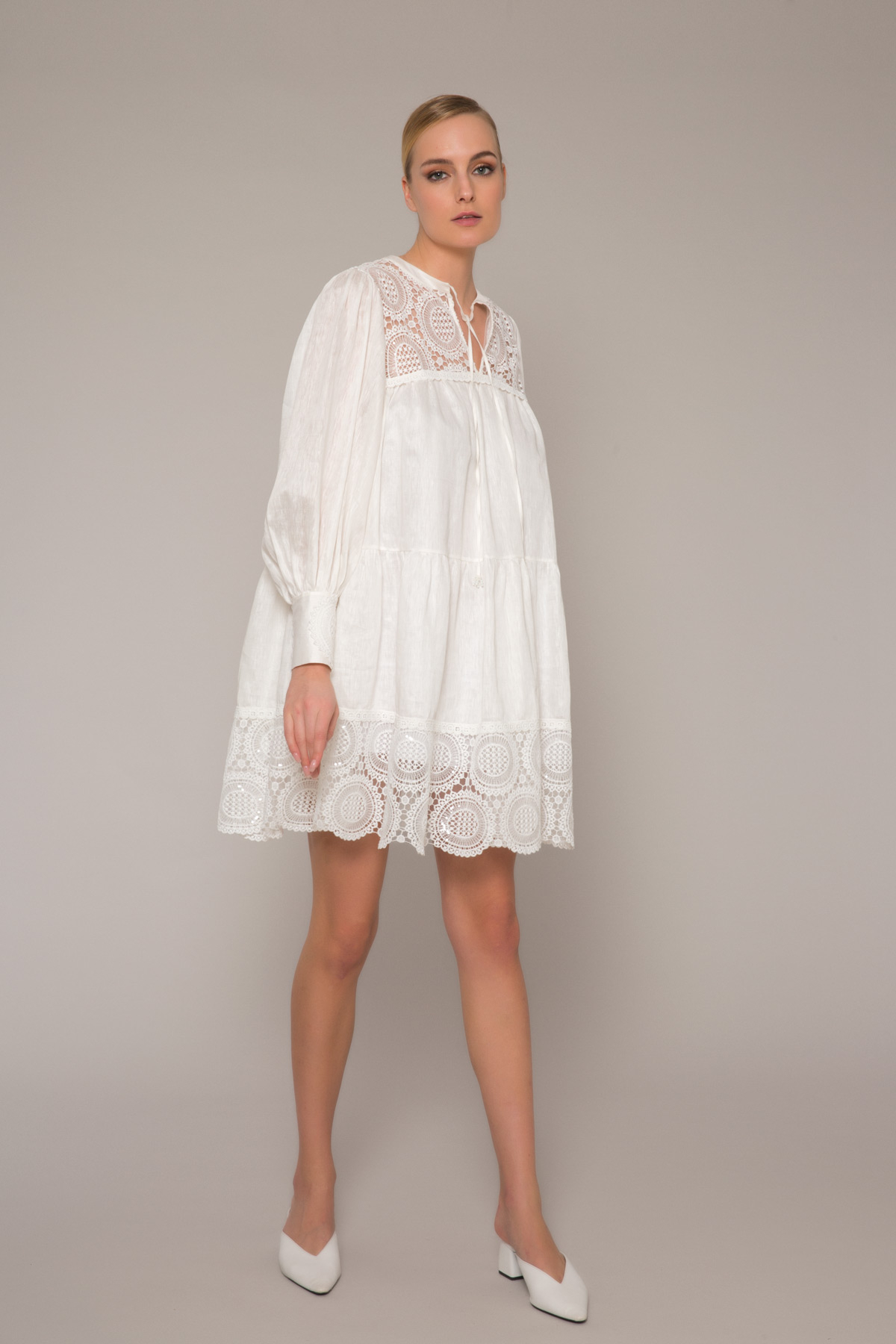 Dantel Detaylı Geniş Kesim Beyaz Mini Elbise