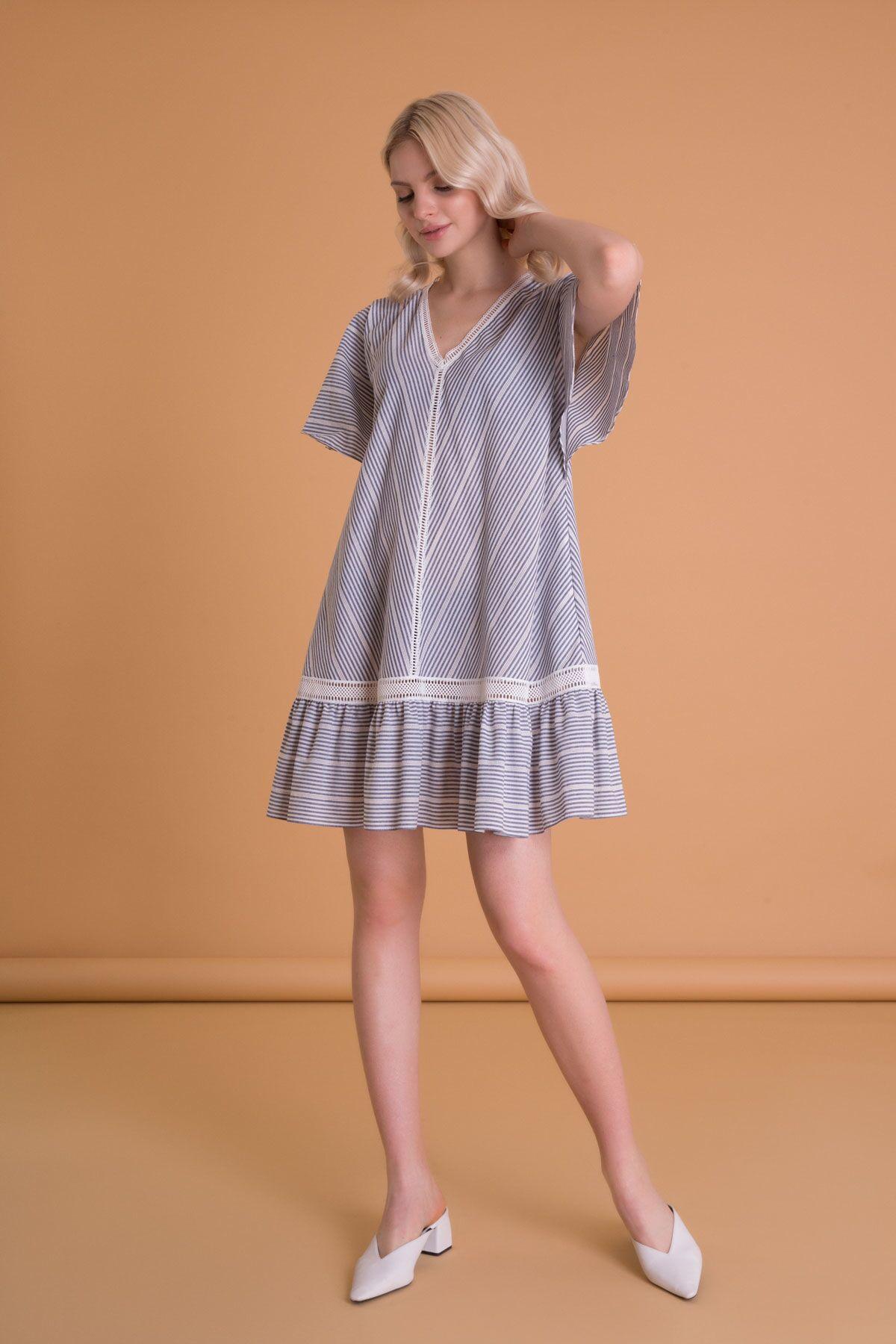 Dantel Detaylı V Yaka Çizgili Mini Elbise