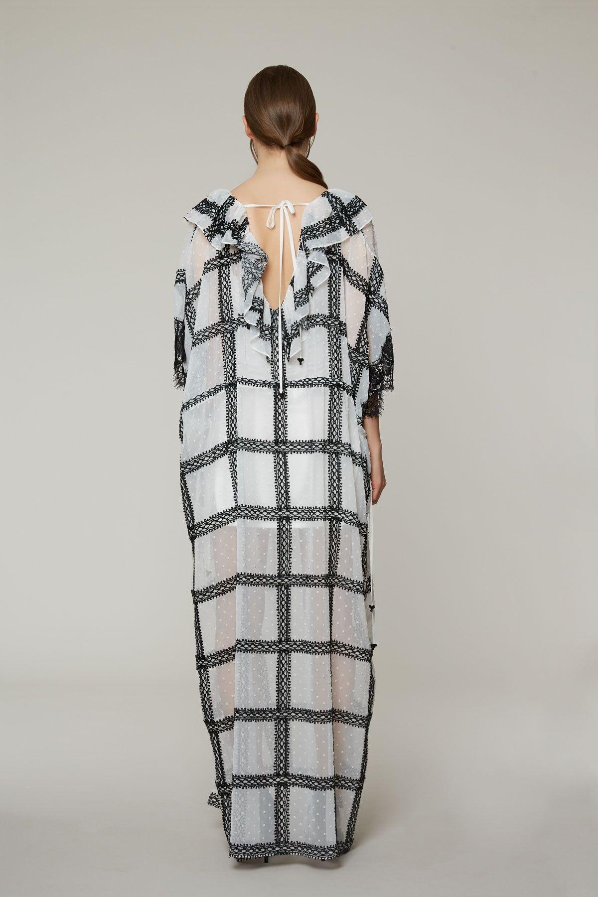 Dantel Ve Volan Detaylı Uzun Yanları Yırtmaçlı Elbise
