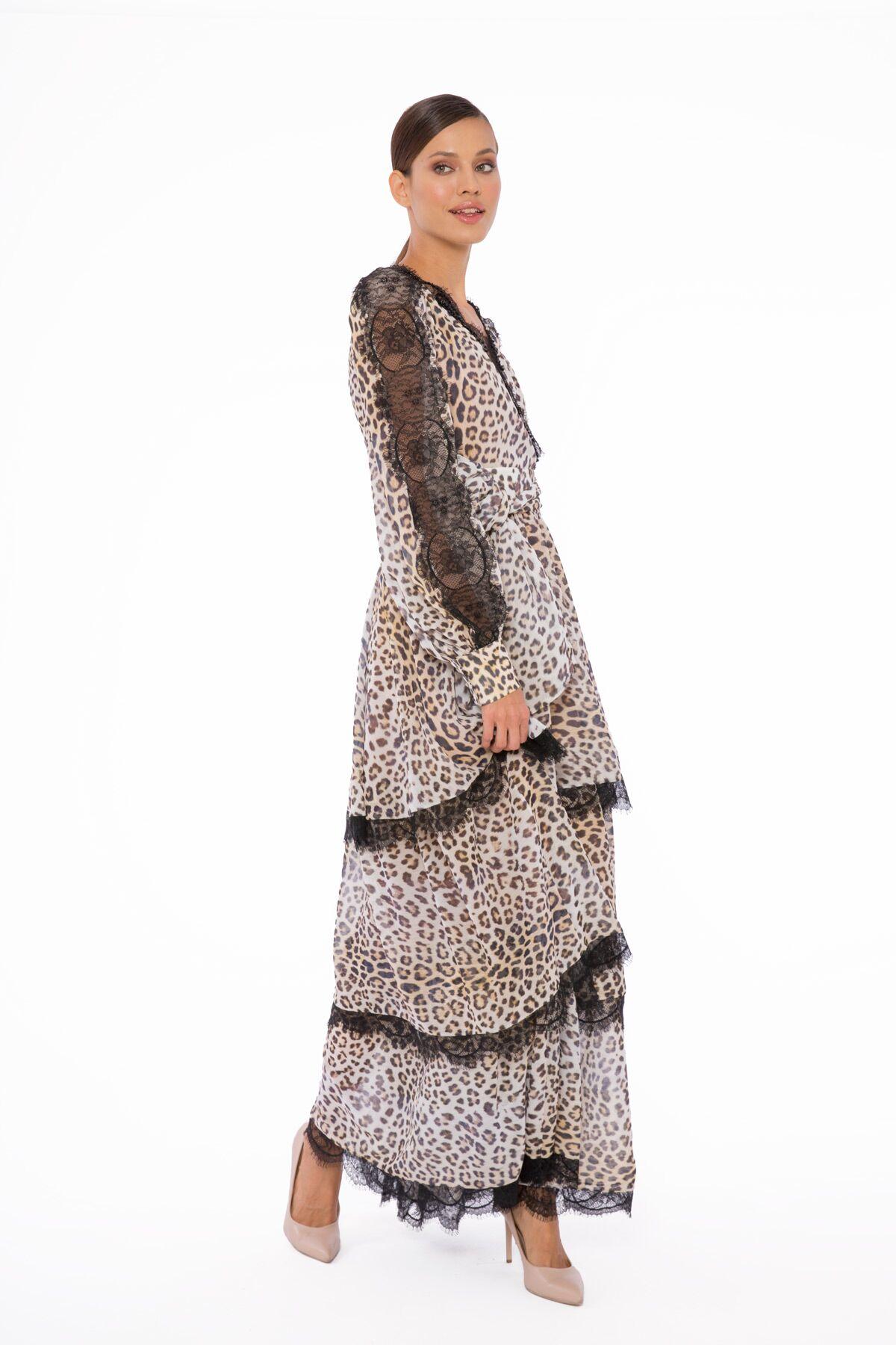 Dantel Detaylı Leopar Desenli V Yaka Uzun Elbise