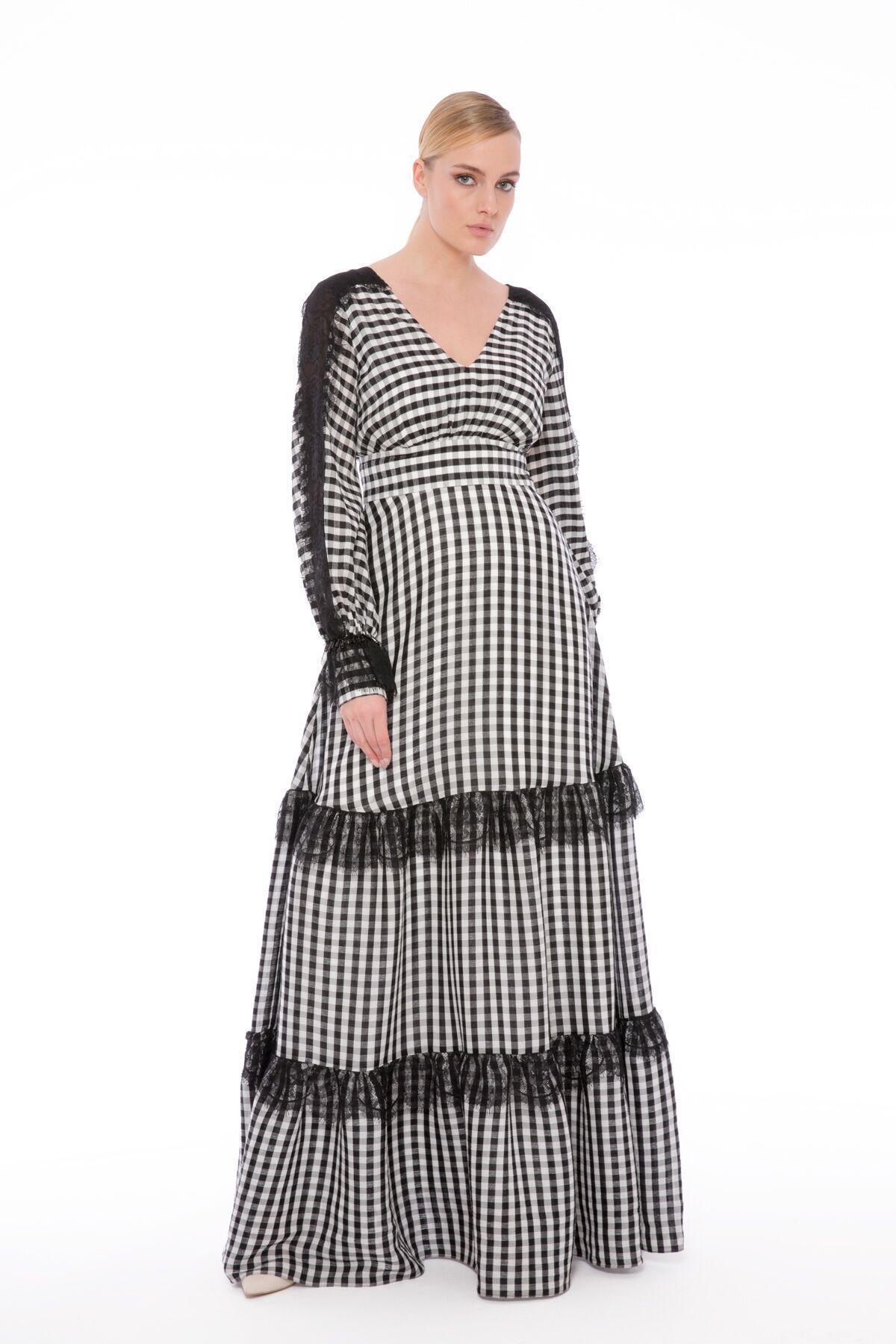 Dantel Detaylı V Yaka Uzun Ekose Elbise