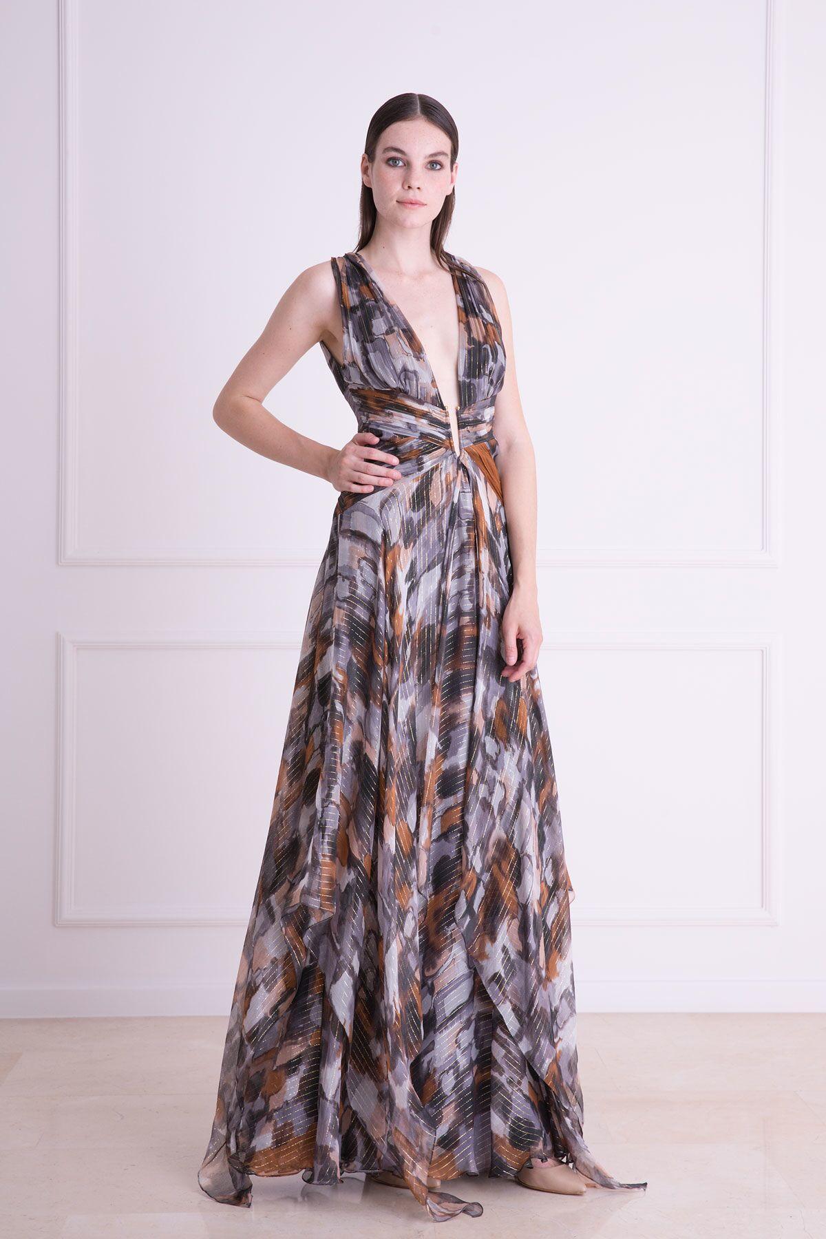 Derin Dekolteli Uzun Elbise
