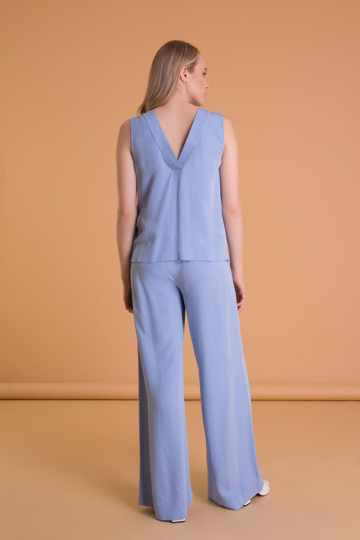 Dikiş Detaylı Sırt V Yaka Kolsuz Mavi Bluz