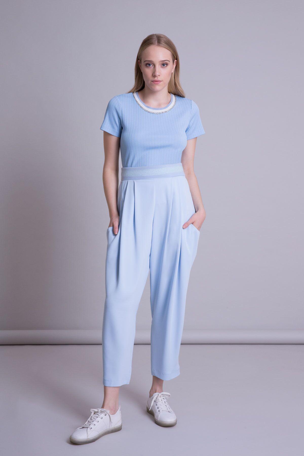 Düşük Cepli Triko Detaylı Pilili Mavi Pantolon