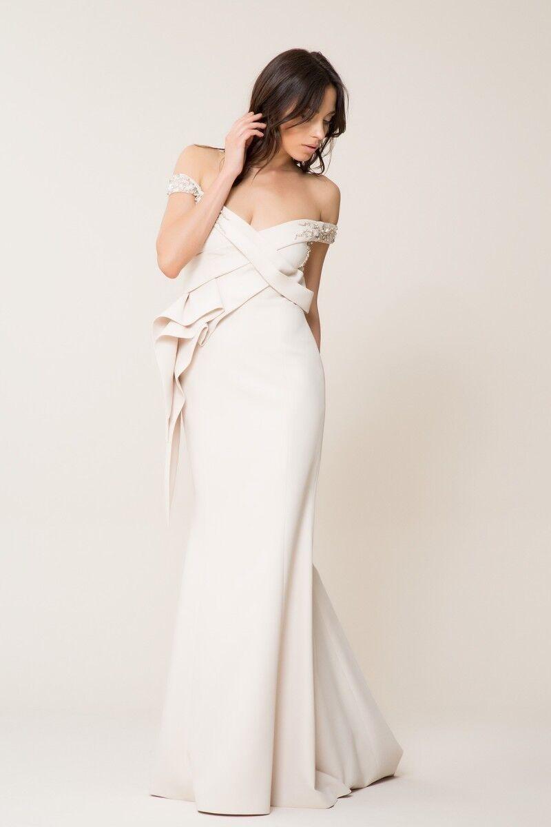Düşük Yaka Uzun Elbise