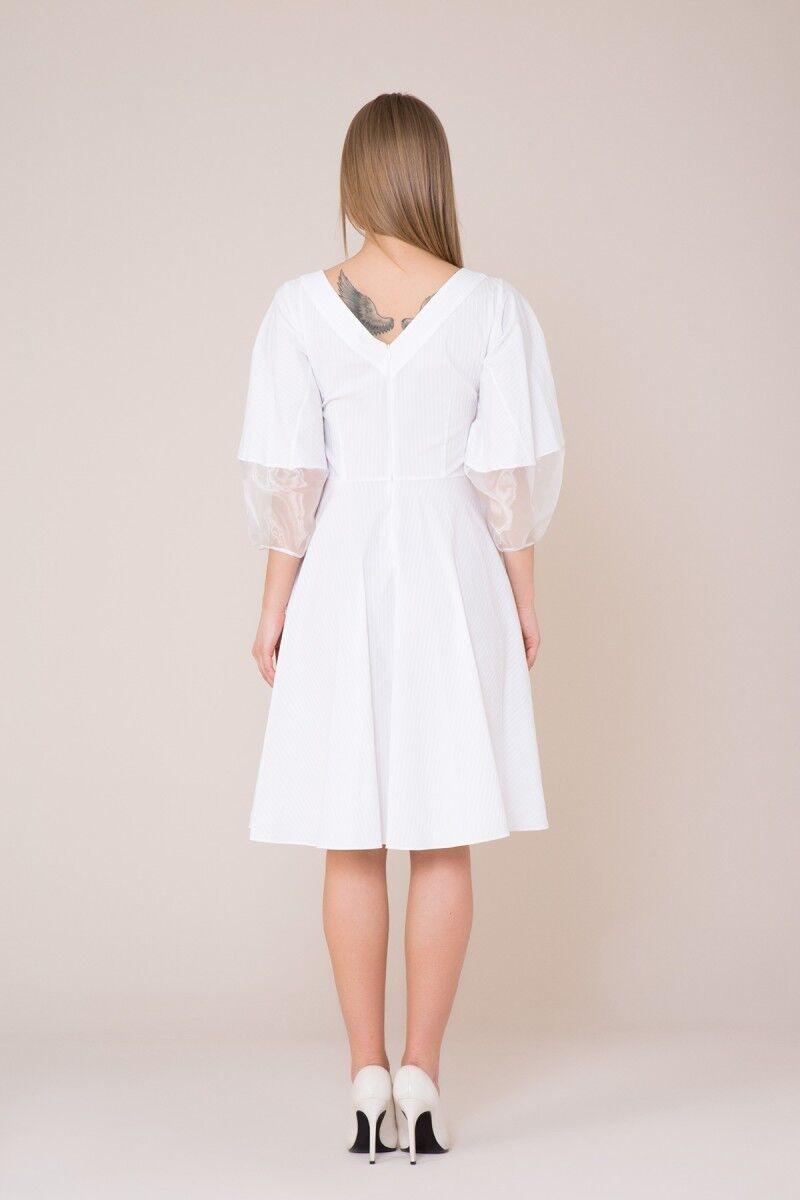 V Yaka Nakış Detaylı Beyaz Elbise