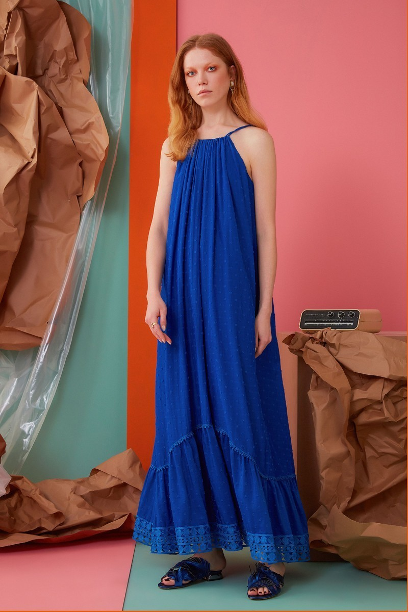 İp Askılı Güpür Detaylı Saks Rengi Uzun Elbise
