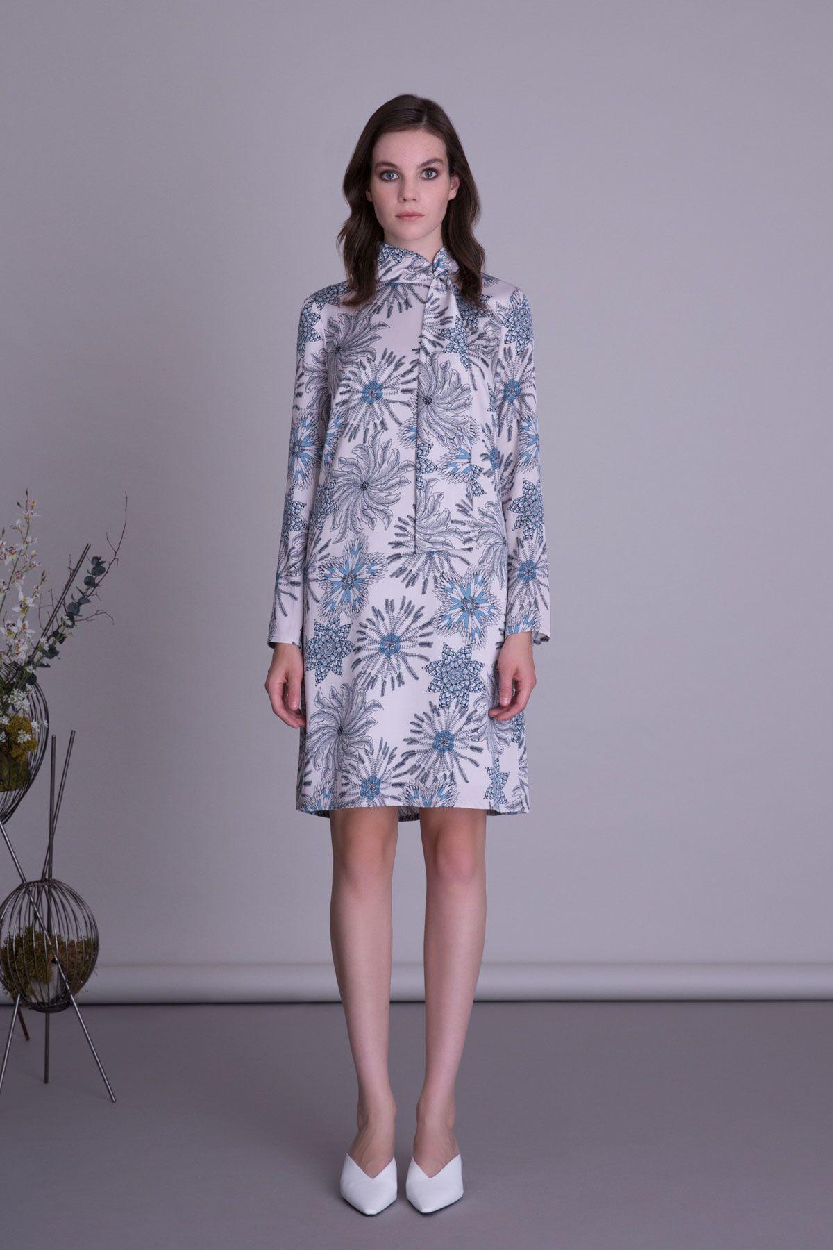 Fular Bağcıklı Mavi Çiçek Desenli Mini Elbise