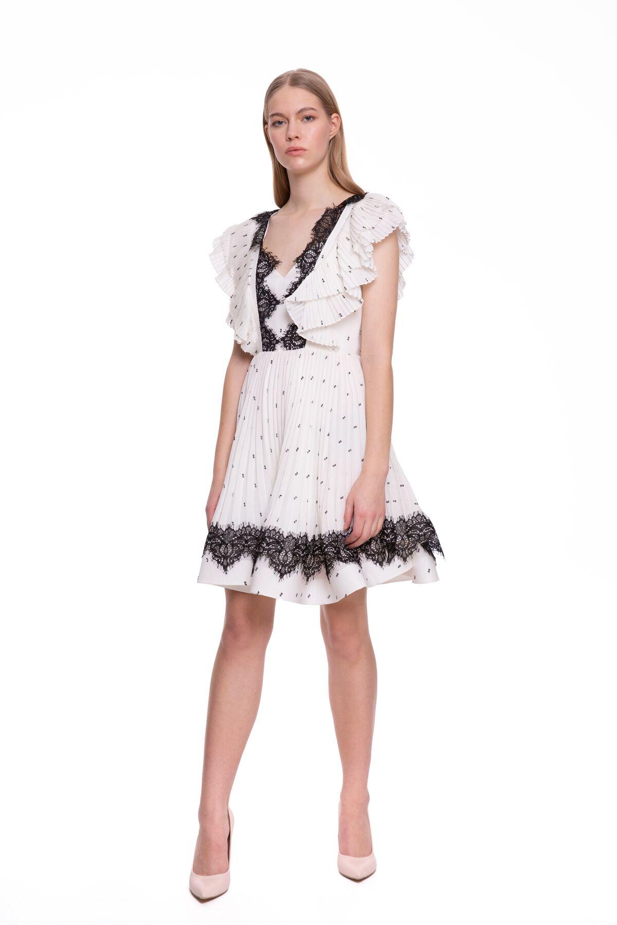 Güpür Detaylı İşlemeli Mini Elbise