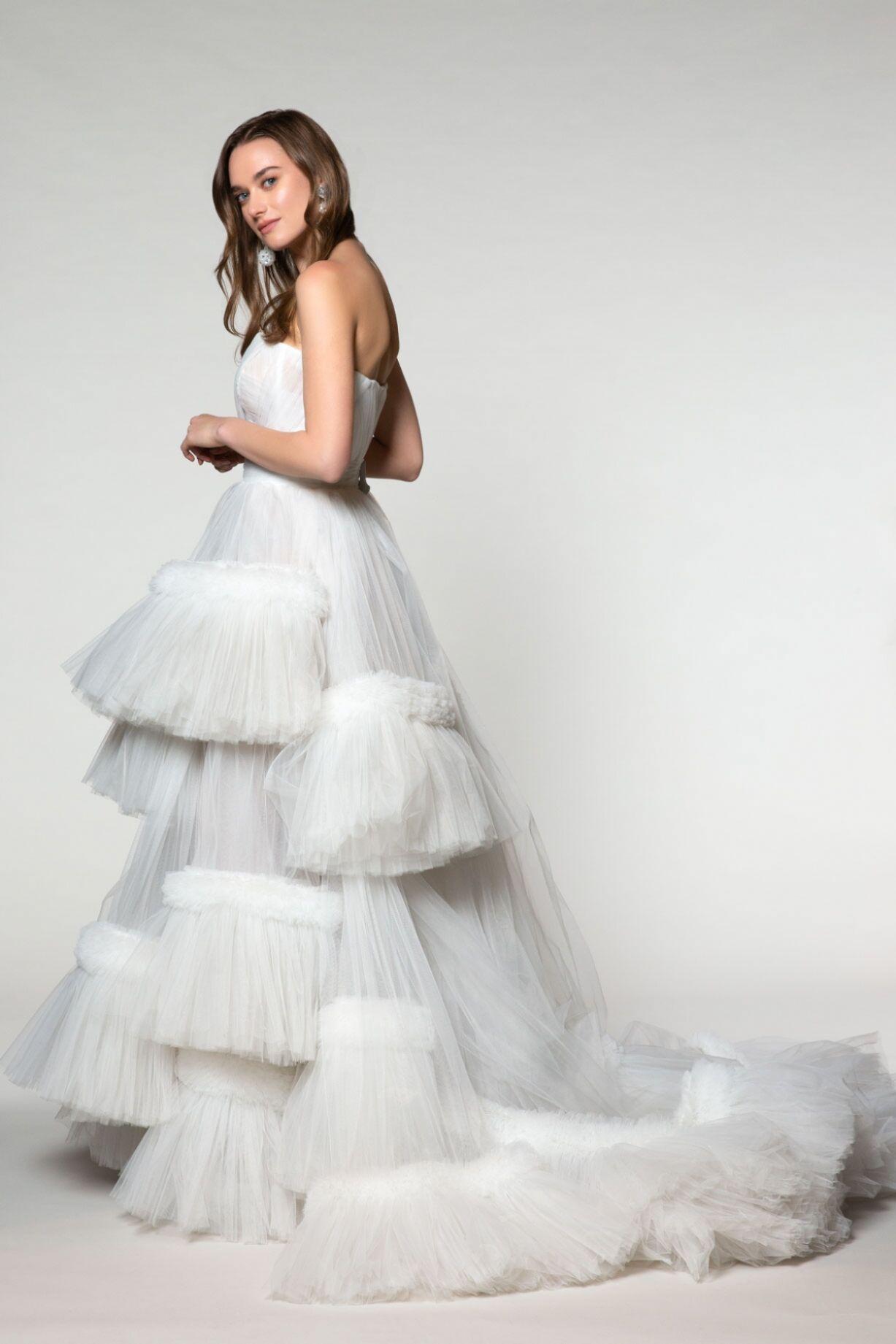 Hacim Ve Tül Detaylı Straplez Elbise