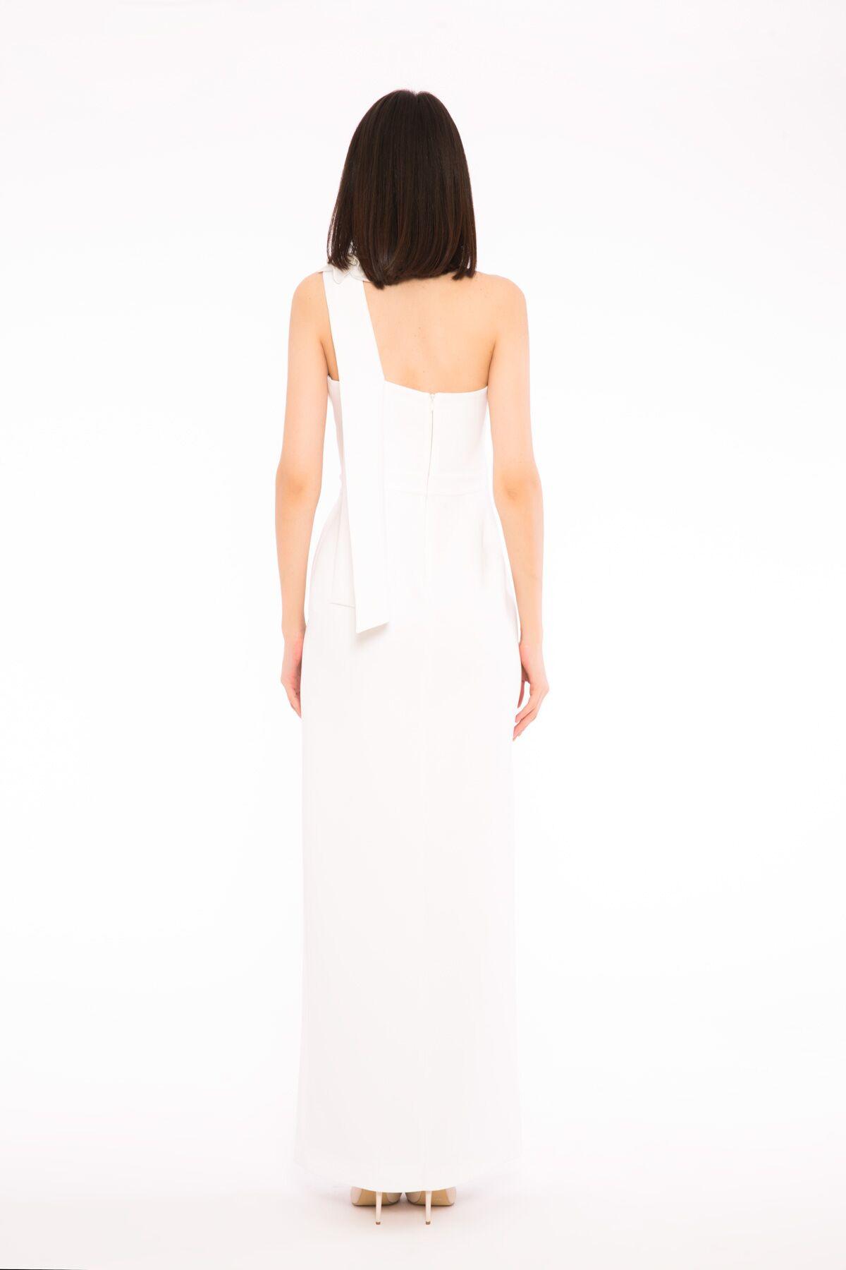 İşleme Çiçek Detaylı Tek Omuz Asimetrik Yırtmaçlı Gece Elbisesi