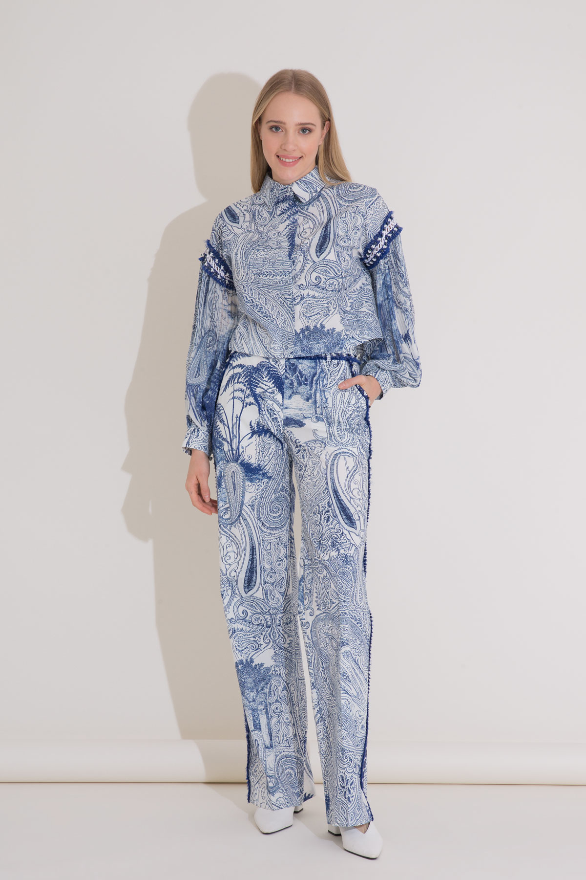 İşlemeli Şerit Detaylı Desenli Mavi Poplin Pantolon