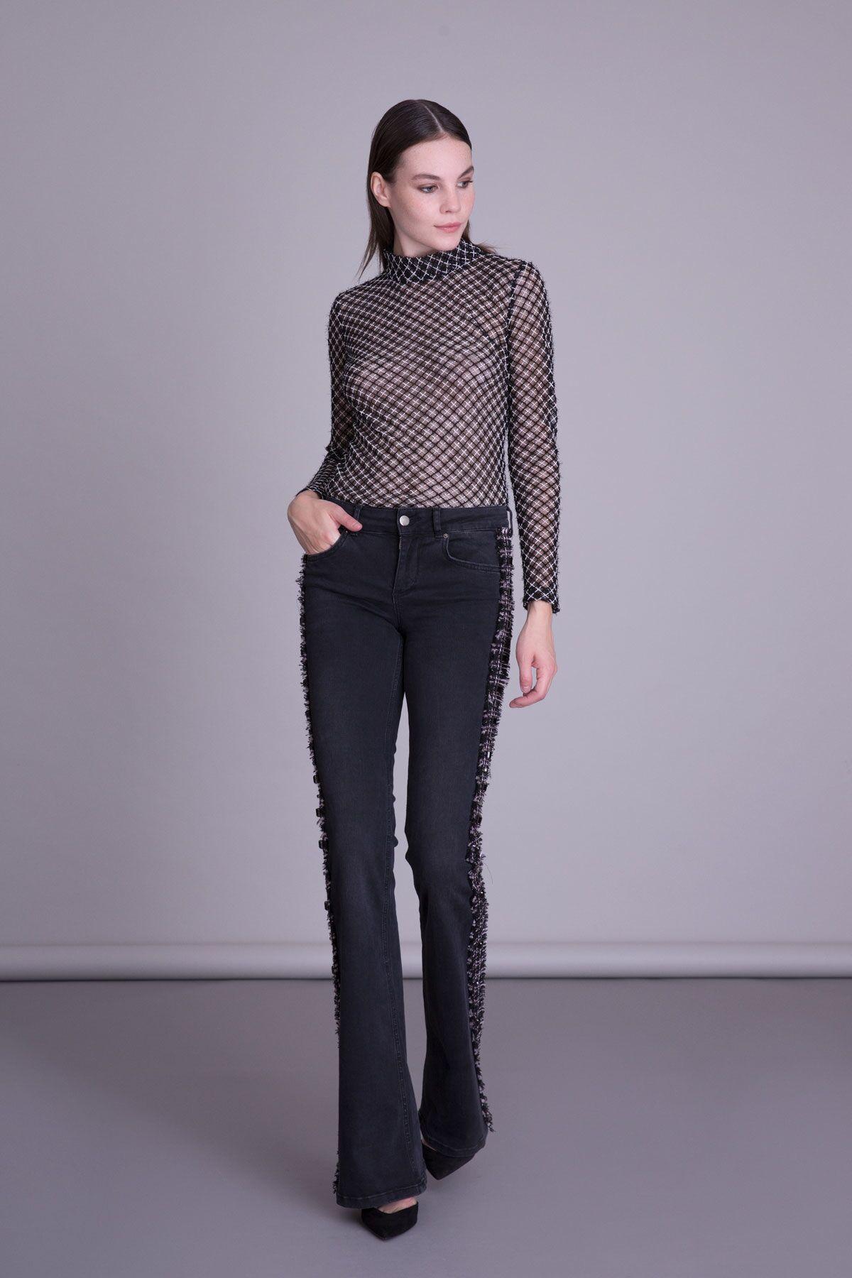 İşlemeli Siyah Bluz