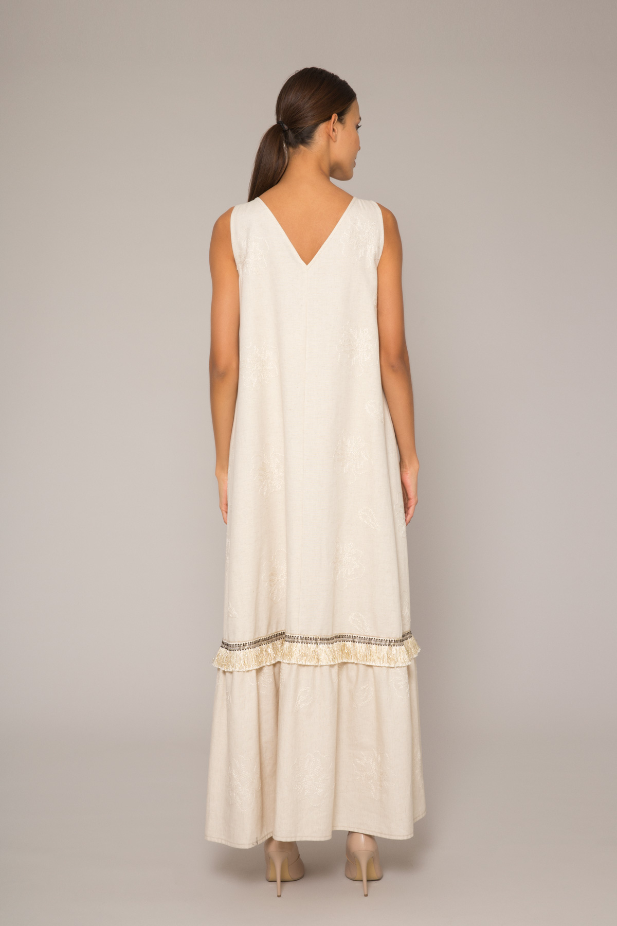 İşlemeli V Yaka Uzun Elbise