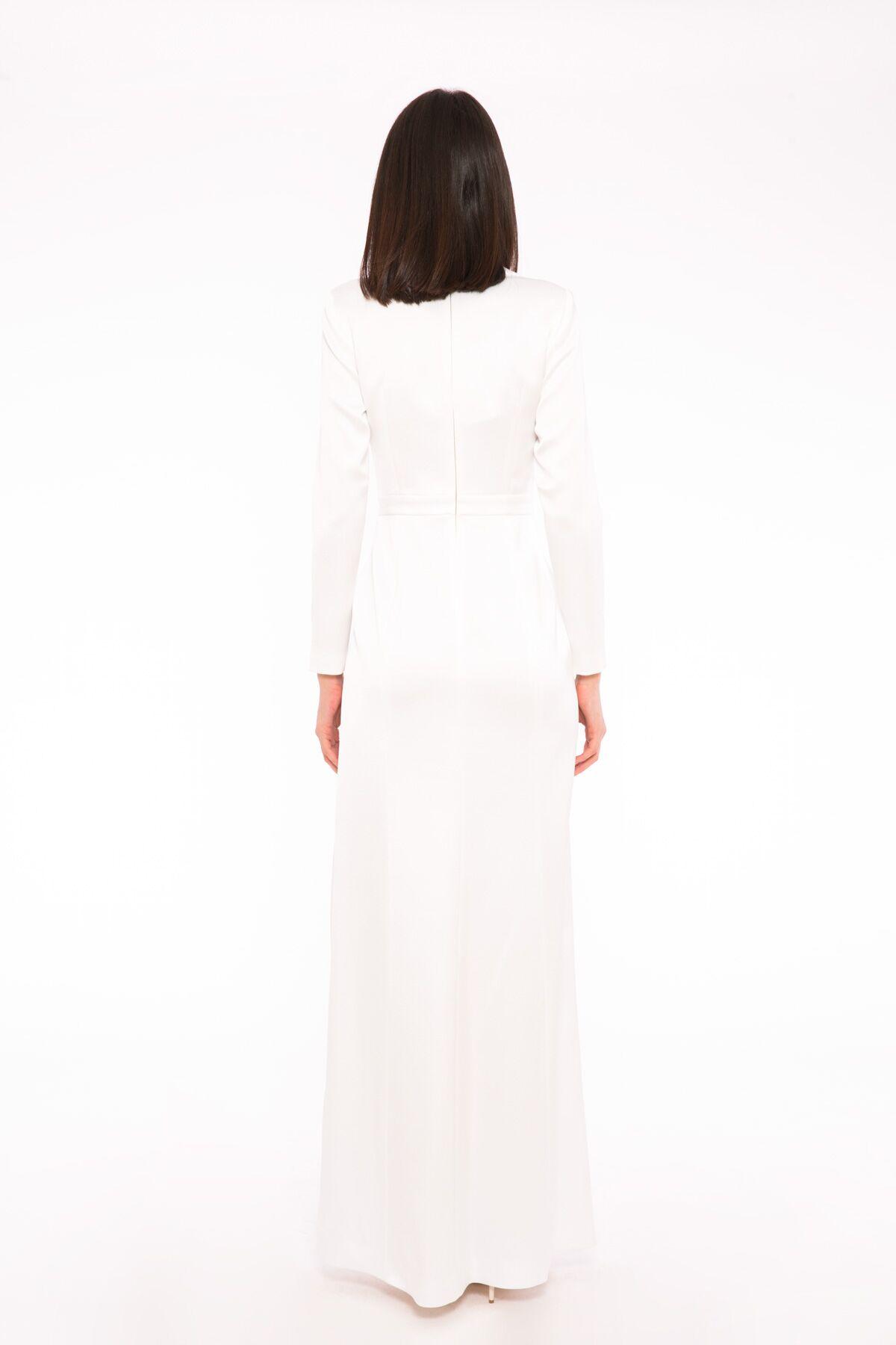 İşleme Ve Yaka Detaylı Uzun Gece Elbisesi
