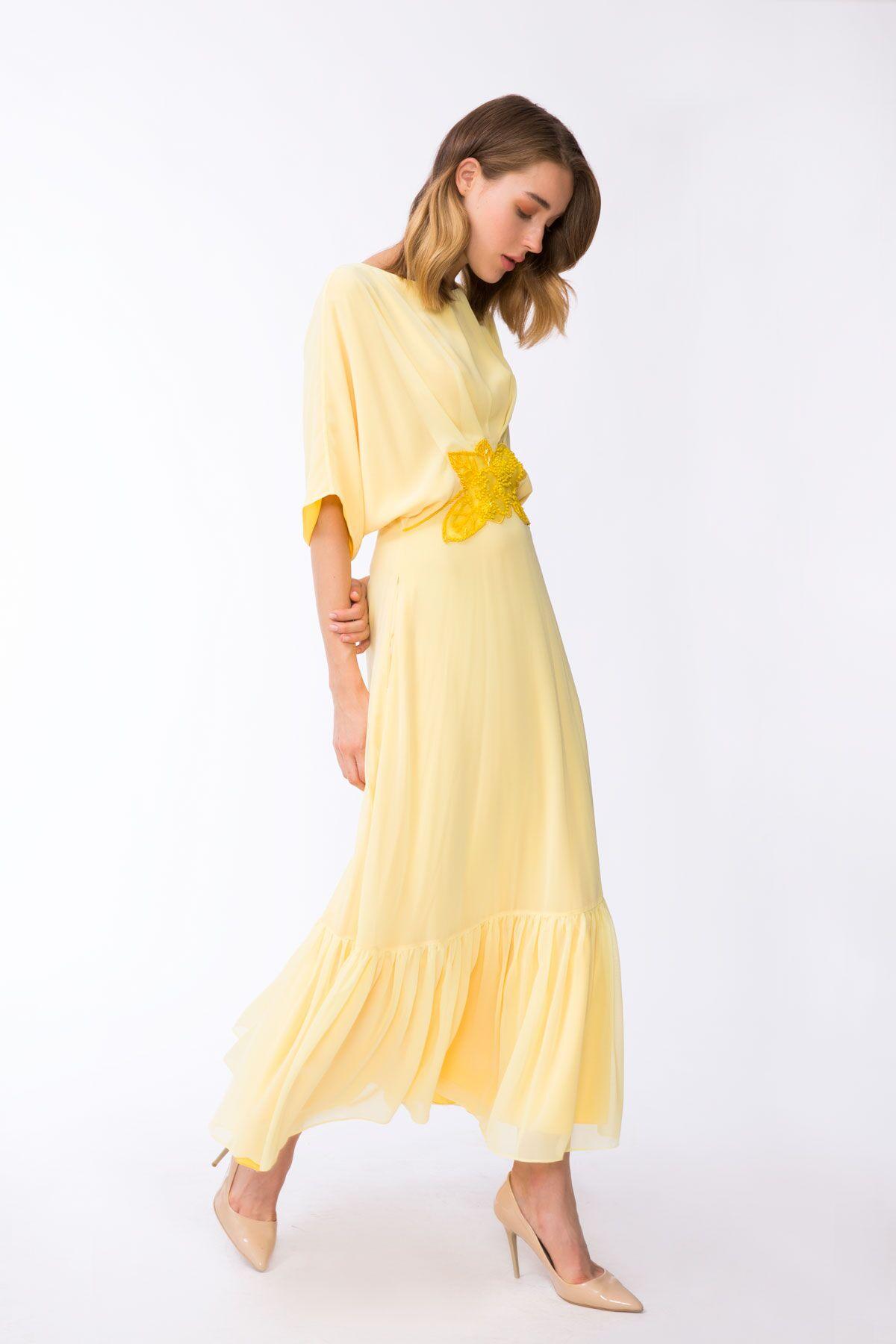 Kemer Detaylı Sırtı Açık Sarı Uzun Elbise