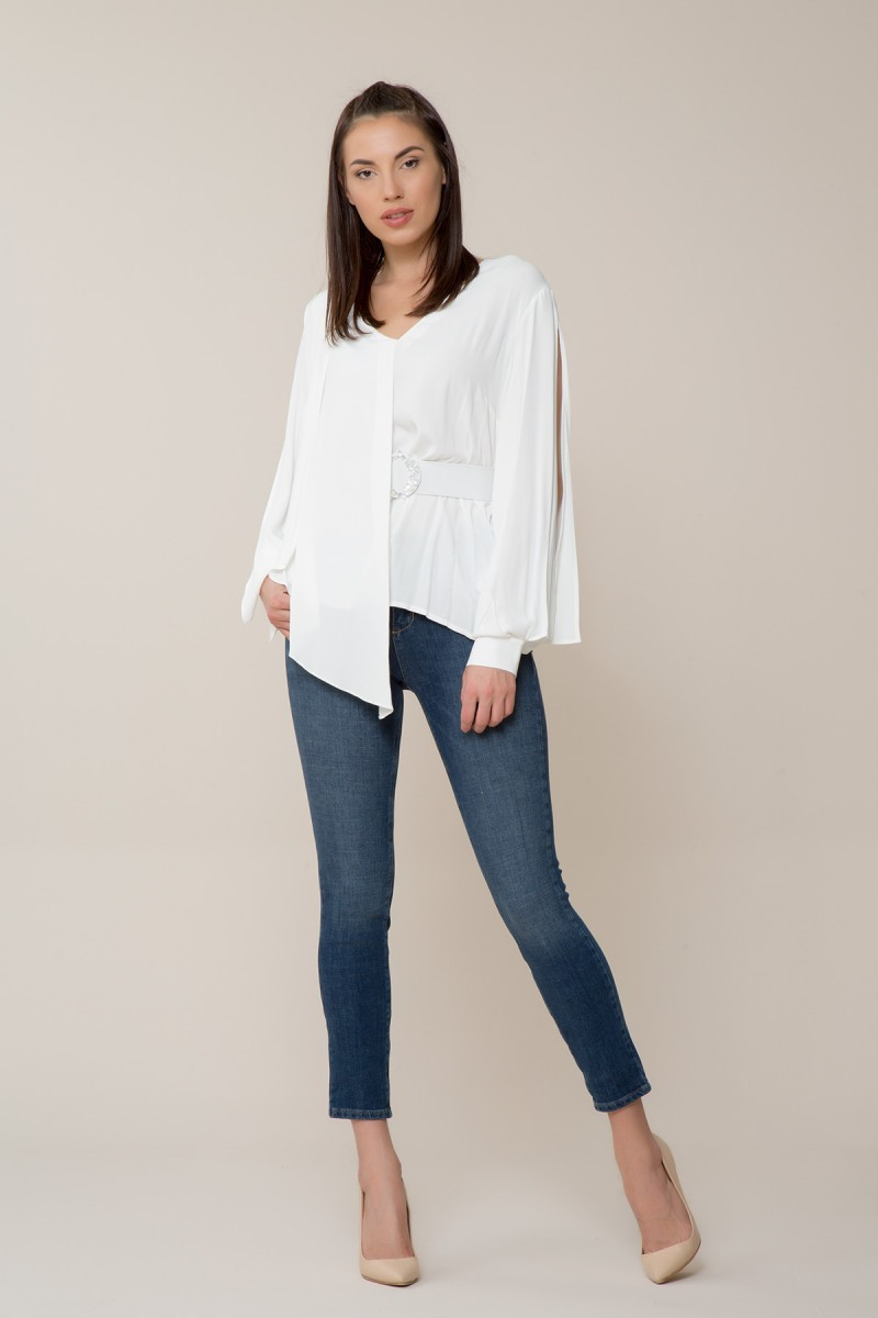 Kol Detaylı Beyaz Bluz