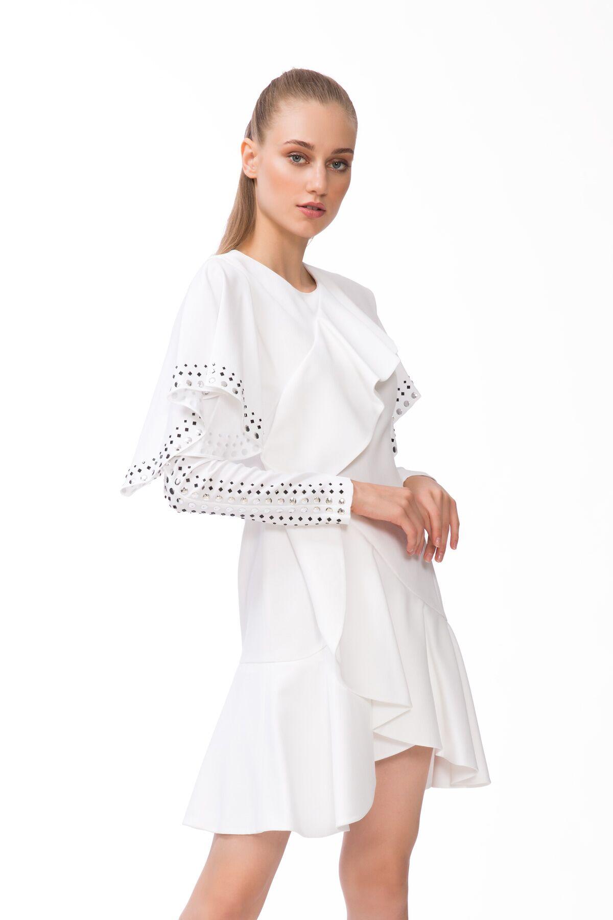 Kol Kısmı Trok Baskı Detaylı Beyaz Mini Elbise
