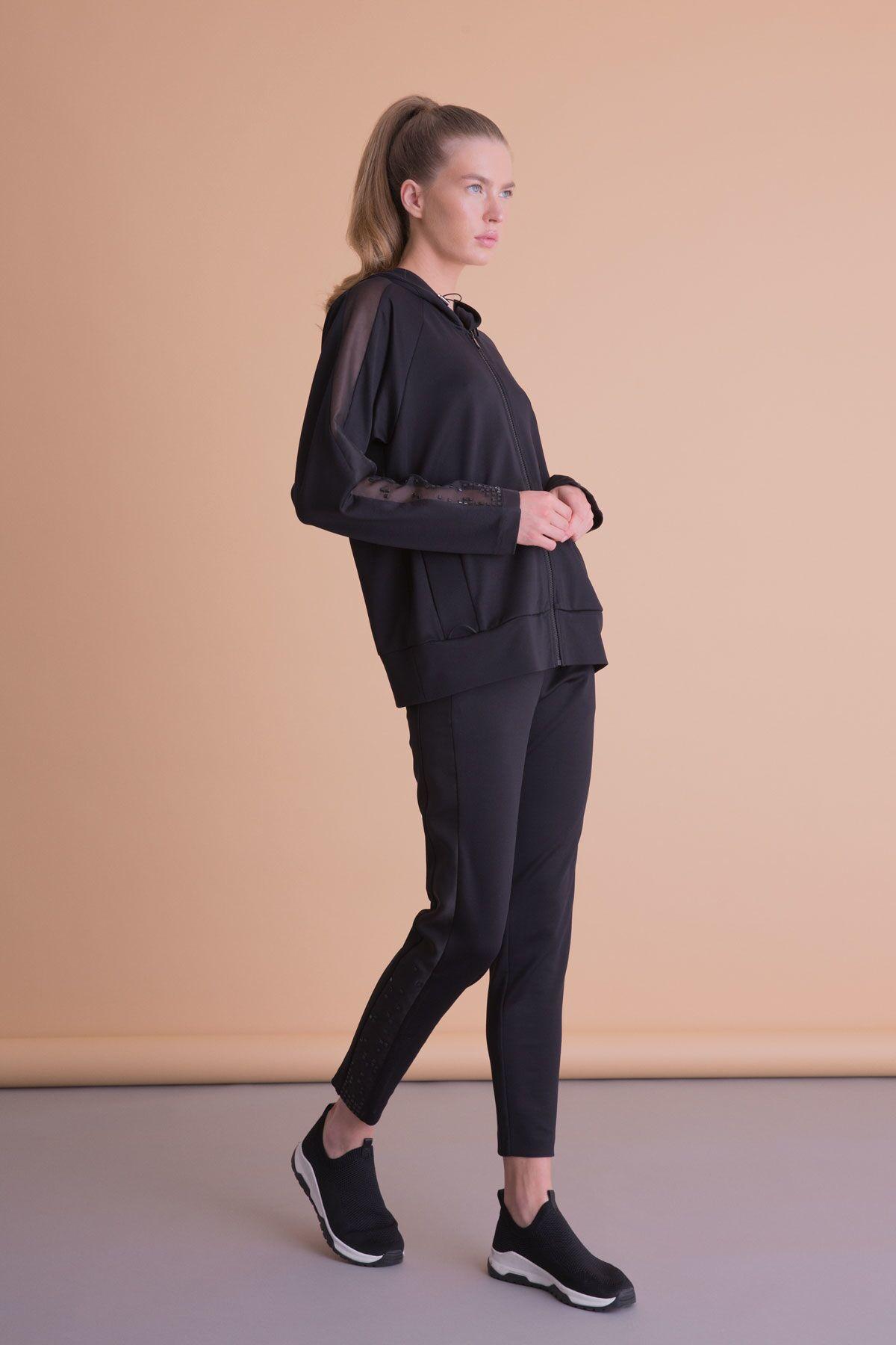 Kol Tül Detaylı Kapüşonlu Siyah Sweatshirt